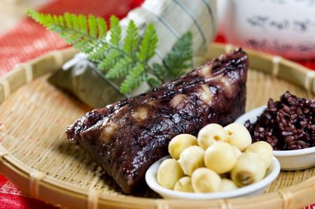 1. 台北凱撒大飯店-紫米蓮子豆沙粽,甜而不膩、綿密香醇.jpg