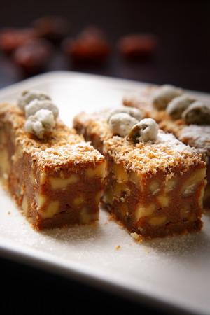 椰棗黃豆粉方塊糕.jpg