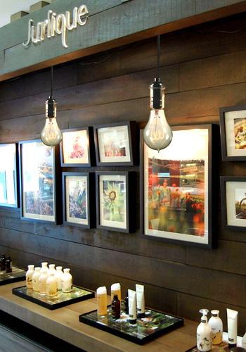 選用特殊燈泡創造燭光般的溫暖購物環境.jpg