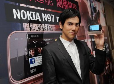 Nokia N97 mini符合秋冬潮流的金棕色澤與精品質感.jpg