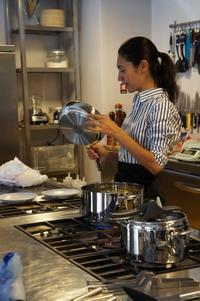 Csaba dalla Zorza demo with her fav Lagostina frying pan.jpg
