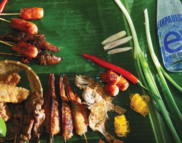 人手一串的國民美食,勁道十足的街頭美味,讓泰國人也瘋狂!.jpg