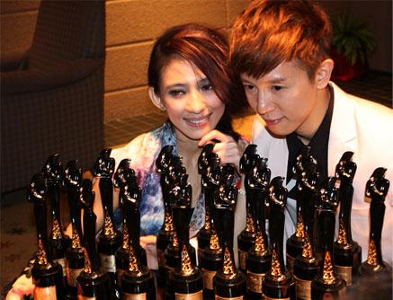 戴佩妮與師弟方炯鑌成為2010娛協獎奪得最多獎項的男女歌手