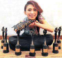 戴佩妮奪得2010娛協獎8項大獎成為最大贏家_1