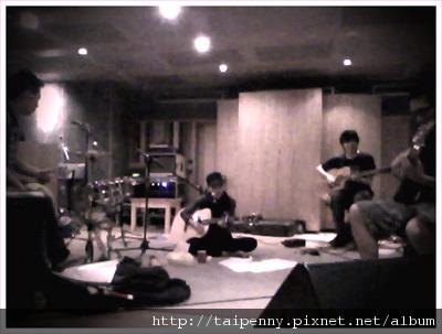 「在家裡唱歌live concert」之在家裡練團