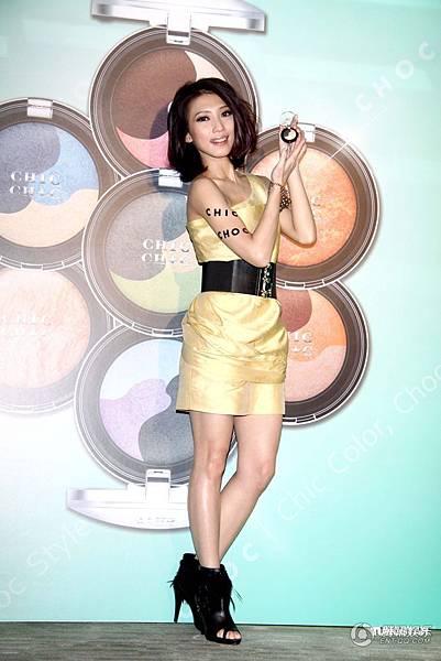 戴佩妮任彩妝品牌CHIC CHOC年度代言人_騰訊娛樂1.JPG