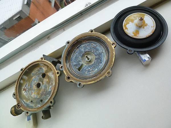 熱水器水盤及橡皮
