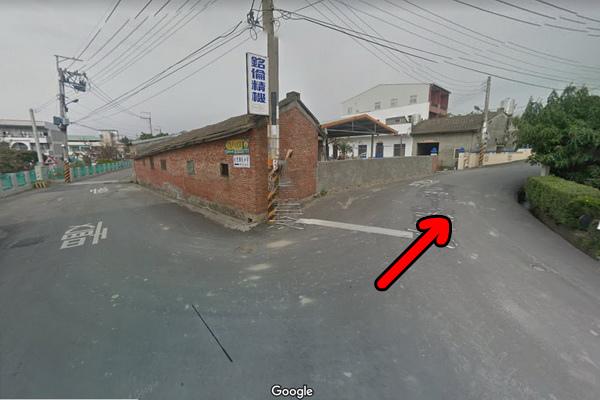 沙田路一段854巷大樹左轉再右轉遇廟左轉叉路右轉(600x400)-2.jpg