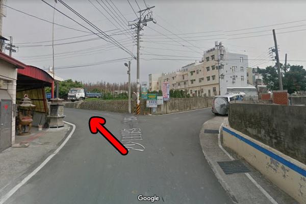 沙田路一段854巷大樹左轉再右轉遇廟左轉(600x400)-2.jpg