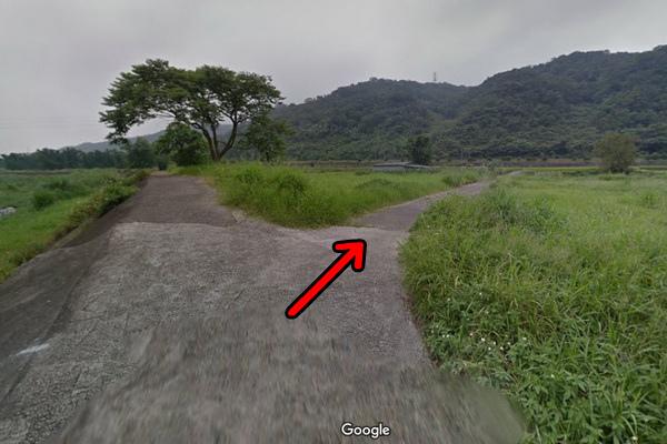 三義百年土地公廟入口河堤旁叉路(600x400)2.jpg