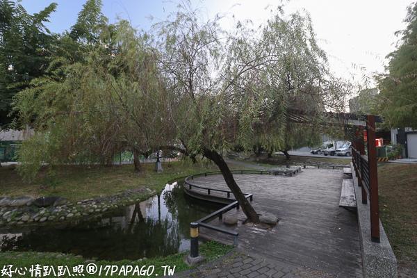 《台中.北屯》新都生態公園旁的和祥五街生態園道-小橋、流水、落羽松、楊柳、人行步道