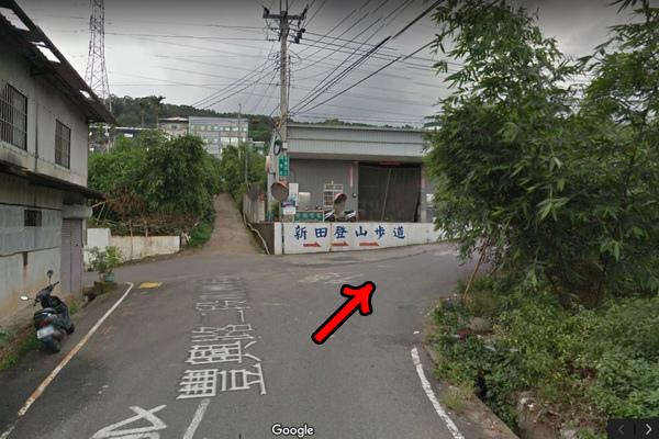 5.十字路口右轉往新田登山步道(600x400)2.jpg