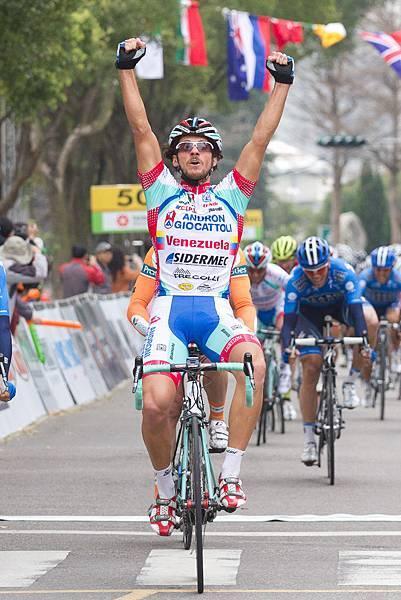 義大利安多尼職業隊的法拉里以3小時14分30秒拿下彰化縣站單站冠軍