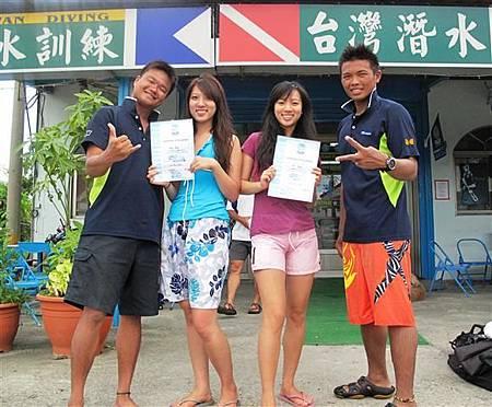 頒發體驗潛水紀念證書-1.JPG