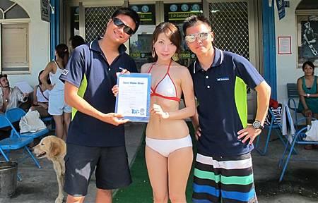 頒發體驗潛水紀念證書-4.JPG