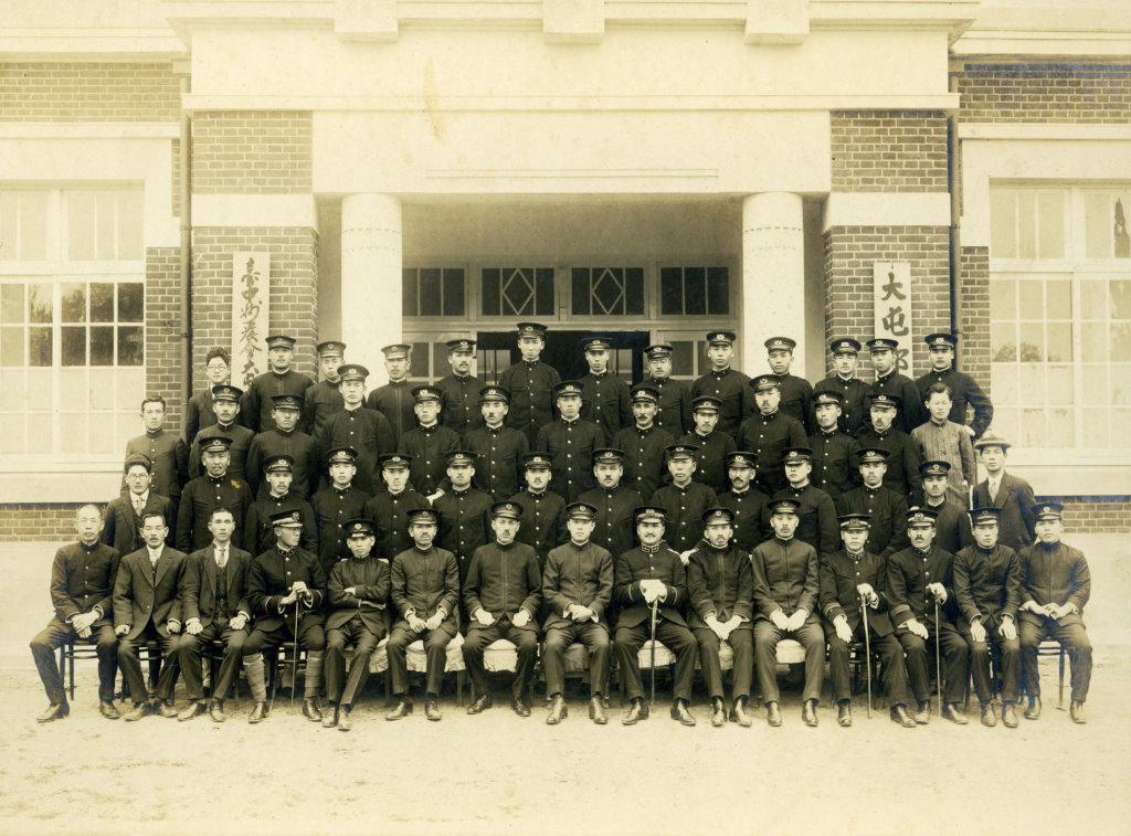 1925年(大正14年)2月3日大屯郡役所員一同記念撮影.jpg