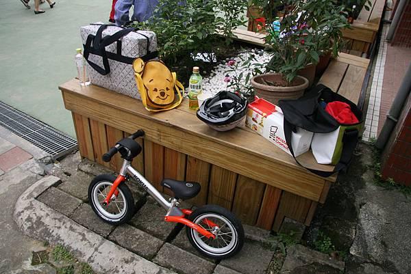 大包小包外加一台pushbike