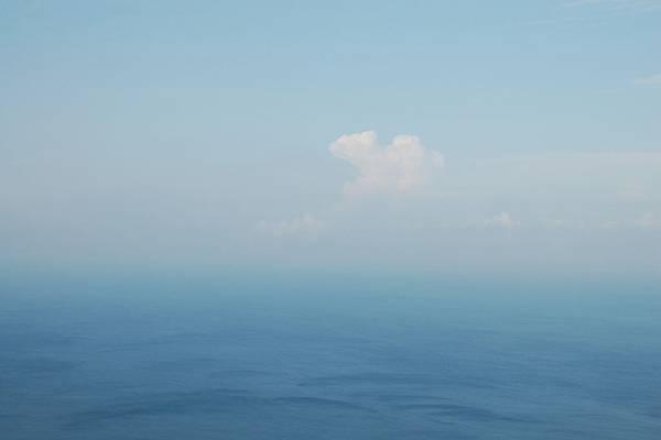 20110602由氣象站往下拍的海01