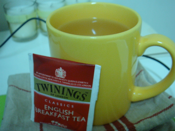 20110203TWININGS ENGLISH BREAKFAST TEA