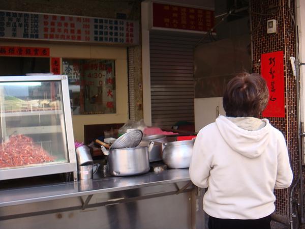 20110203‧in義華路老李羊肉店前