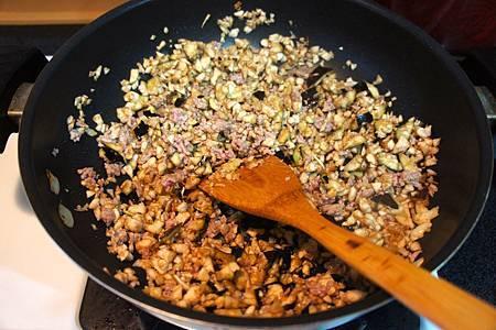 茄汁紫茄肉醬 4