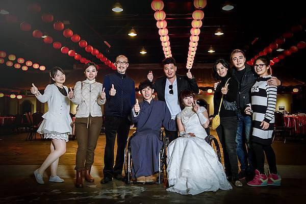 【輪椅夫妻環台拍婚紗,寶島助圓夢】