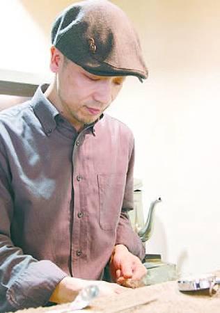 CAFÉ FAÇON老闆