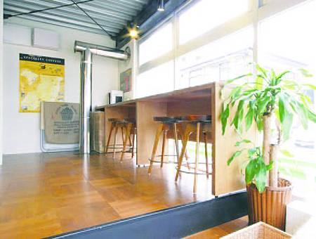 店裡內用咖啡的座位只有4張。強調這不是一間咖啡館,而是咖啡豆店。