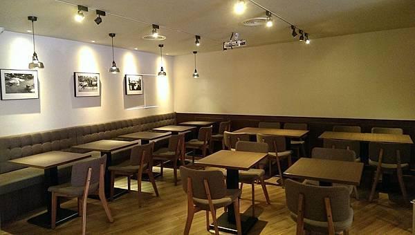 可供演講、放展覽作品的小咖啡藝文空間