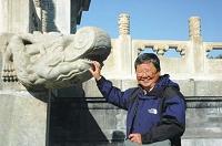 北京作者照.jpg
