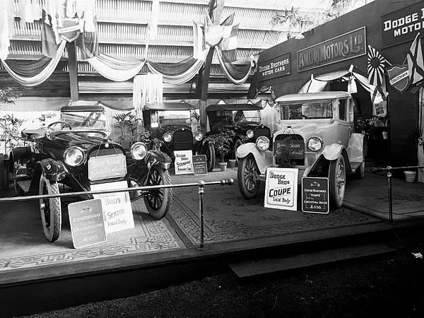 Amuri-Motors-display-of-Dodge-Motor-Cars-ca-1920