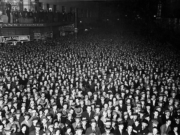 Election-night-crowd-Wellington-1931