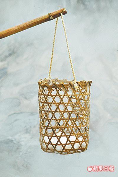 鳩之澤現改用竹籠取代之前的補鼠器鐵籠煮溫泉蛋