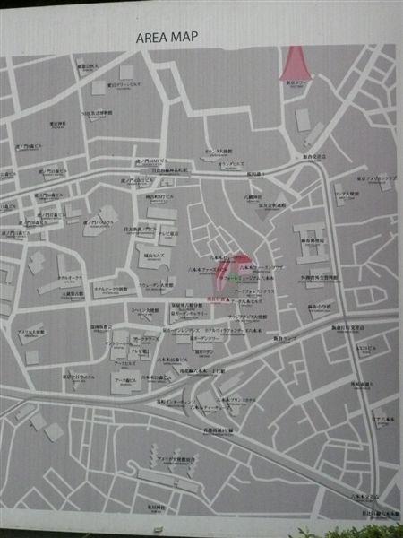 日本街頭都會有地圖標示 我要去的就在右上方啦