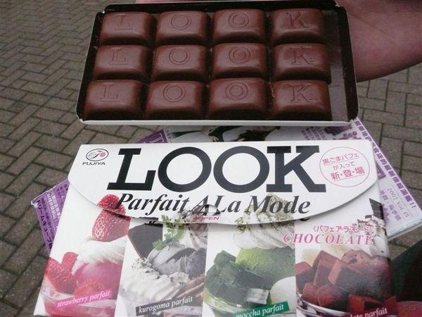 肚子餓了 去買個巧克力 LOOK一盒裡有四種口味喔