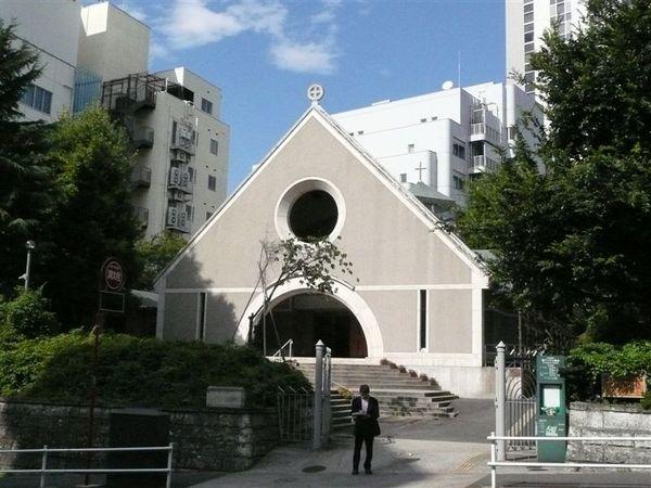 在一堆現代建築中 西洋教堂特別突兀