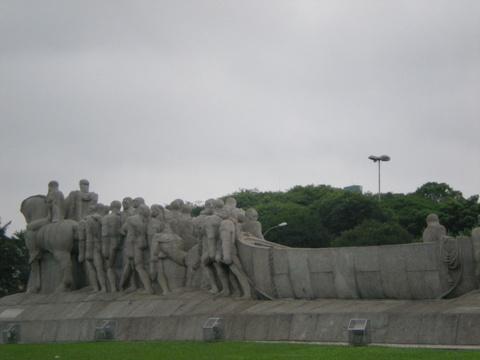 巴西開墾紀念碑.jpg