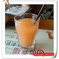 高雄普普的風-汪與哞的火鍋套餐,附的果汁