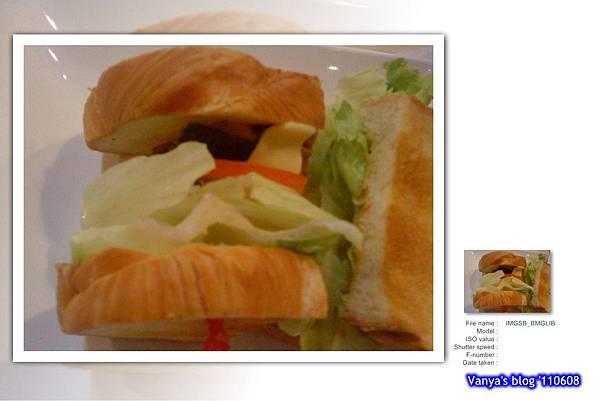高雄 alwaya a+ 之穎點的丹麥煄雞三明治,生菜多多