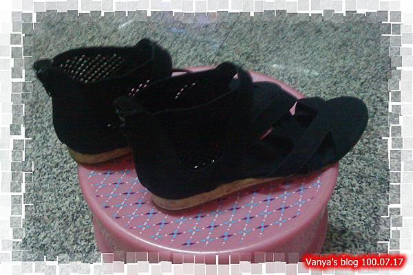 高雄玉竹商圈-黑色涼鞋,超喜歡!