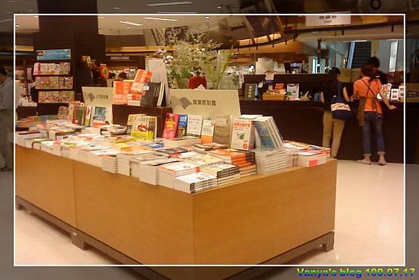 高雄大統和平店-10F誠品書局,新書及櫃枱處