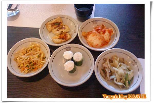 高雄韓式料理之淨豆腐-附餐小菜