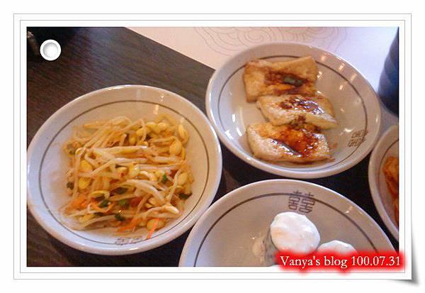 高雄韓式料理之淨豆腐-小菜有漬豆腐、豆芽等