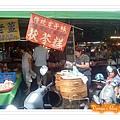 中華路附近小市場的伏苓糕小攤,50元一個