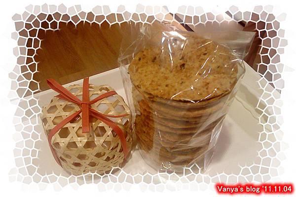 高雄夢時代2F阪急的小王子-買了小鳳梨酥及雜糧餅乾
