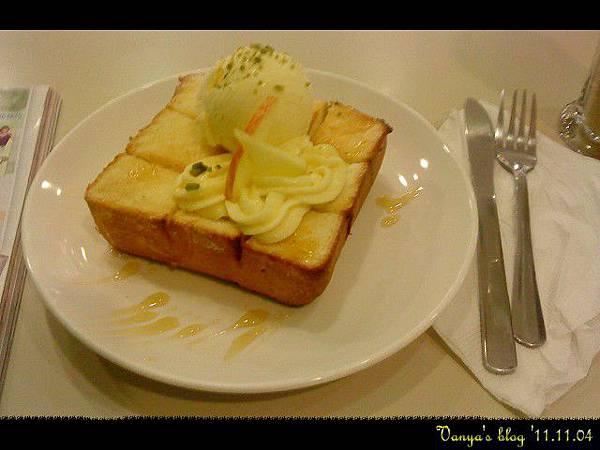 高雄夢時代3F波哥茶館-冰淇淋厚片之香草蜜糖,剛上桌
