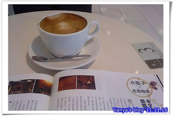 高雄大立精品館7F之Lin Go-熱那堤無糖,享受咖啡及閱讀時光