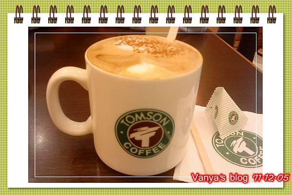 高雄漢神百貨BF3東森咖啡-穎點了熱卡布奇諾無糖,撒肉桂粉