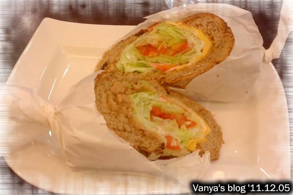 高雄漢神百貨BF3東森咖啡-小汪點的健康雜糧三明治,鮪魚生菜口味