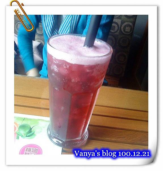 高雄2樓的故事-小汪點的冰晶蔓越莓汁,裡頭有椰果